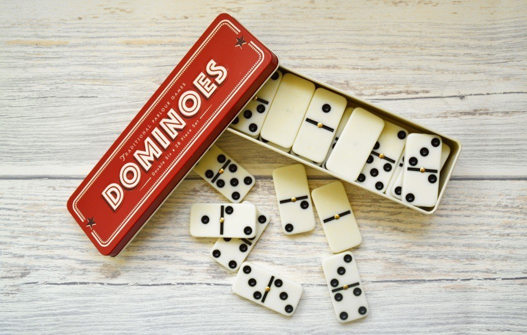 Overview of How to Play Dominoes_Classic Set