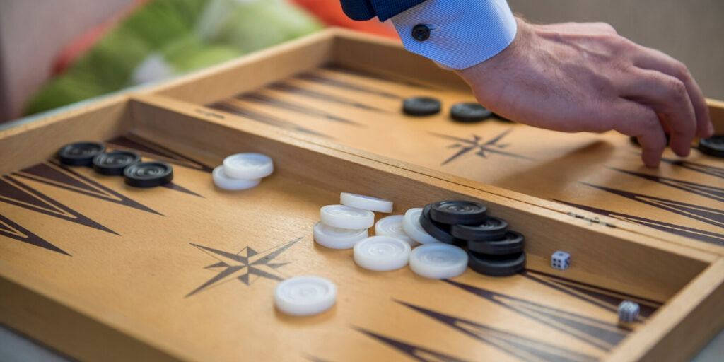 Play Backgamon