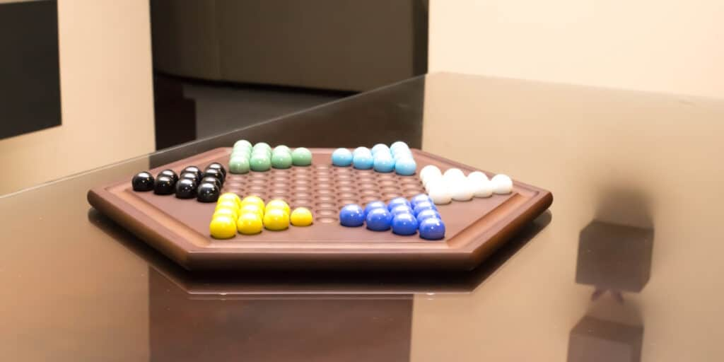 how-to-play-chinese-checkers